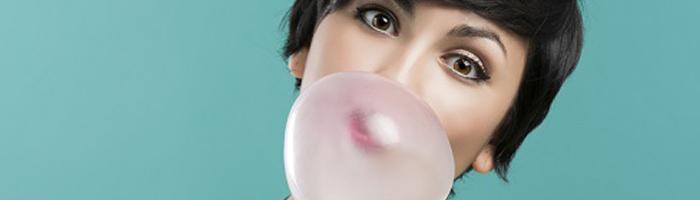 ¿Es bueno para mis dientes masticar chicle?