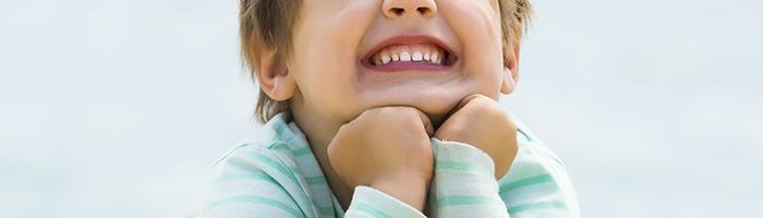 ¿Por qué se deben mantener limpios los dientes de leche?